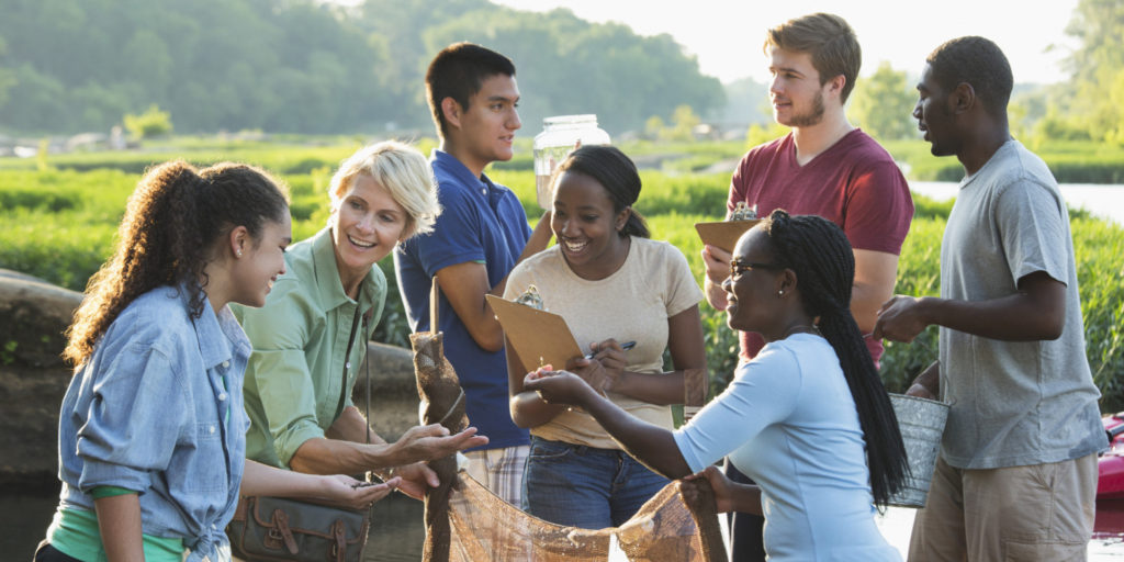 New Year's resolutions for teenagers volunteering