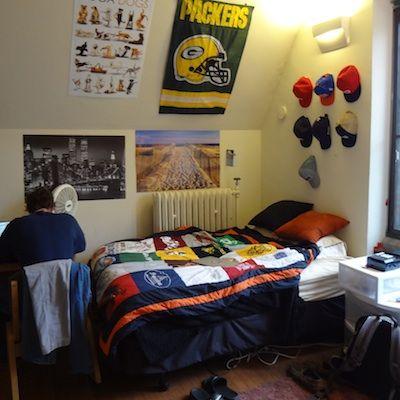 Sports fan dorm room idea