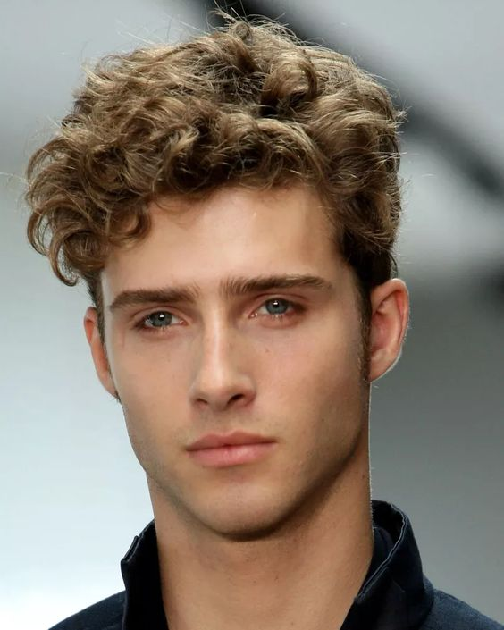 middle part curly hair men