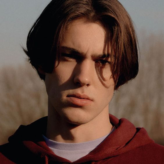 middle part hairstyles for teenage guys